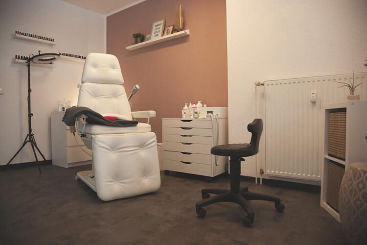 Ladenlokal Innenbereich Behandlung Liege Stuhl